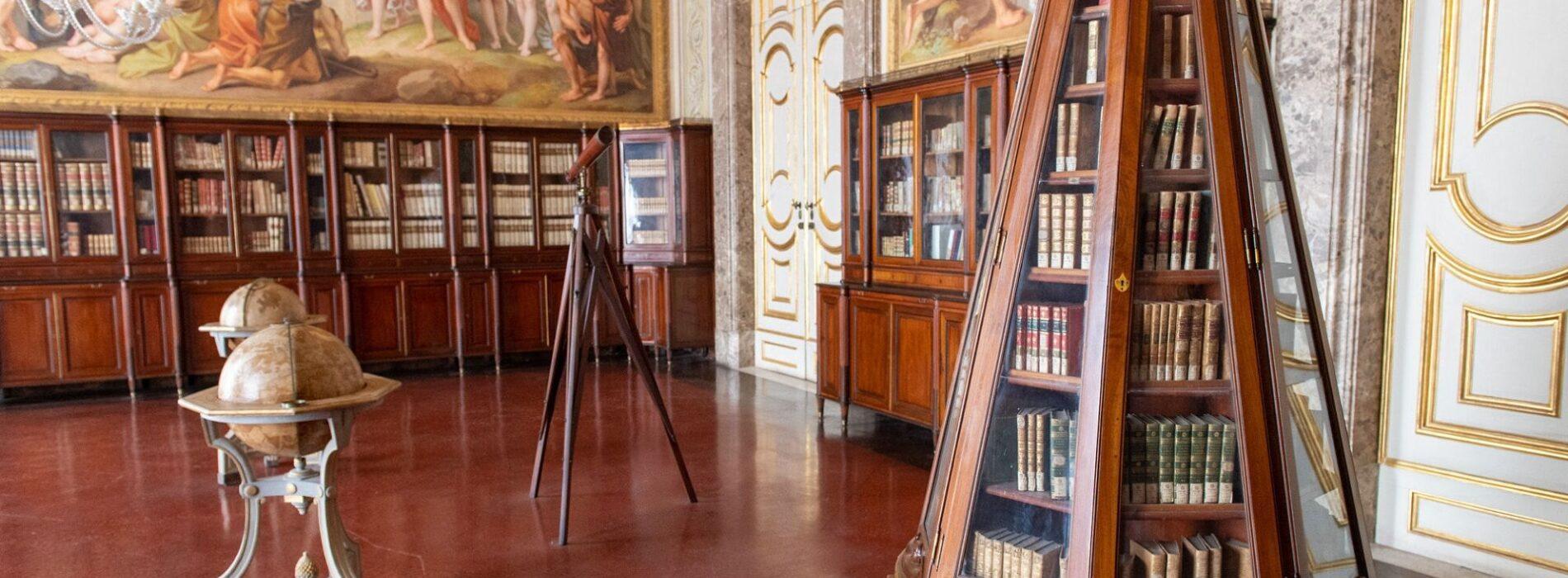 Dantedì alla Reggia, un viaggio tra i testi della Biblioteca Palatina
