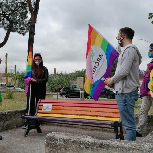 No alle discriminazioni, la panchina contro l'omofobia a Capua