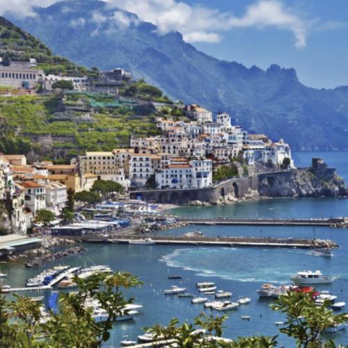 Le vie del mare portano in Campania, il turismo va ora in onda