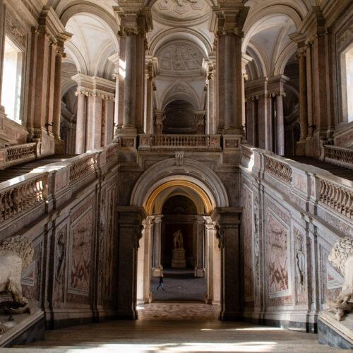 Scala Reale, tornano a brillare le splendide rampe della Reggia