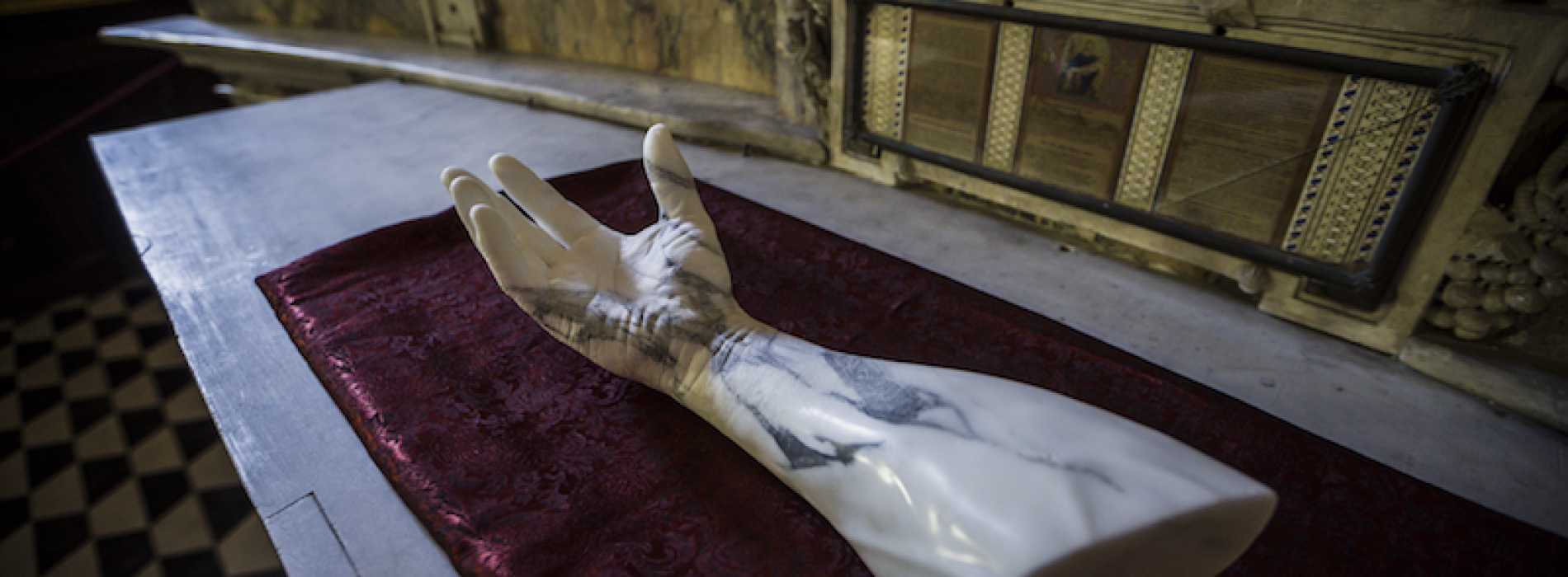 Tesori d'arte a Napoli, Jago dà una mano alla chiesa del Vasari