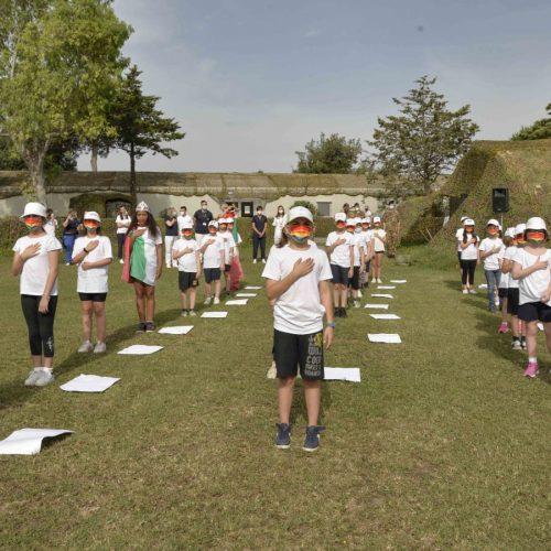 Dipinti e note musicali, i piccoli alunni alla Brigata Garibaldi