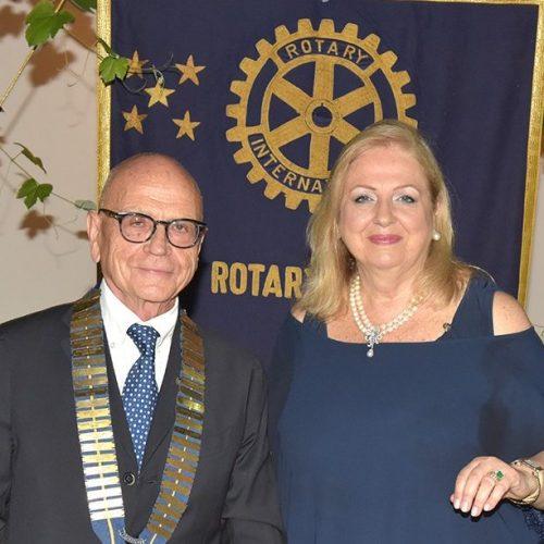 A Giusto Nardi il collare, guiderà il Rotary Club Caserta 1954