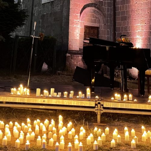 Andreozzi vocalist, a Casapulla il concerto è a luci di candela