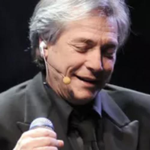 """Nino D'Angelo al Suor Orsola, è """"il poeta che non sa parlare"""""""